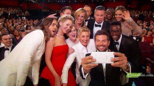 Bradley-Cooper-selfie